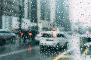 Jak dbać o moskitierę ramkową w sezonie jesiennym i zimowym?